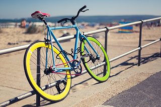 photo of a bicycle on the coast, via photopin, to illustrate a question from an aspiring entrepreneur in coastal Southern Chile, whose father repairs bikes.